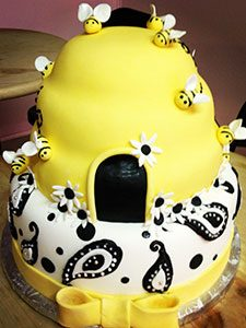Bee Cake 1